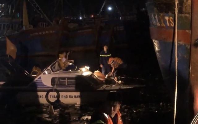 Tàu cá bốc cháy sau tiếng nổ, 3 tỷ đồng ra tro - 2
