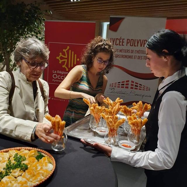 Bánh mì, nem rán, bánh ram ít Việt Nam thu hút thực khách ở Pháp  - 3