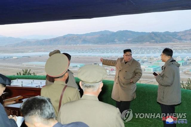 Ông Kim Jong-un thăm trang trại trồng rau trước nguy cơ thiếu lương thực - 1