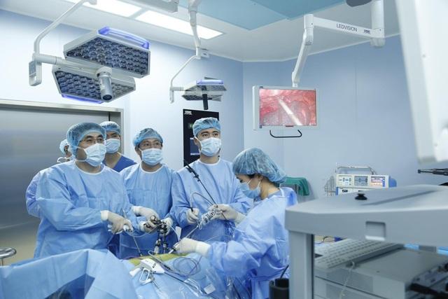 Phương pháp mới - bệnh nhân phẫu thuật cắt ung thư thực quản không cần mở bụng - 2