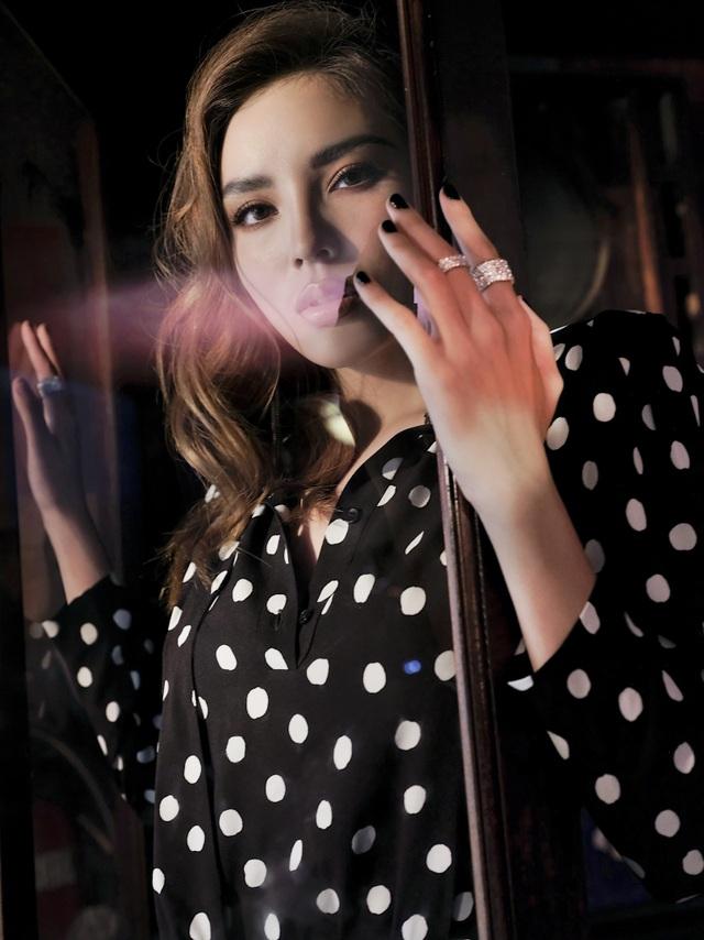 Hoa hậu Kỳ Duyên khoe vòng một hững hờ - 12
