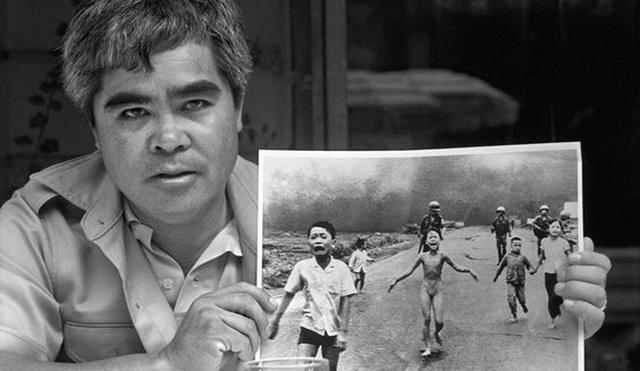 """""""Em bé Napalm"""" được bình chọn bức ảnh ấn tượng nhất trong 50 năm - 2"""