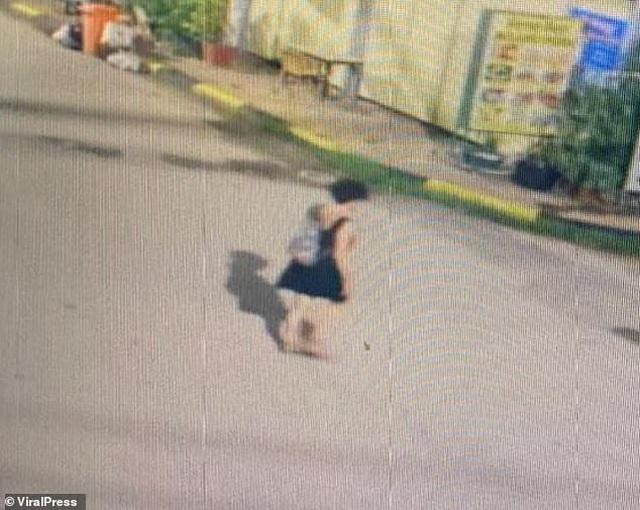Nữ du khách uống say bị cưỡng bức tập thể - 2