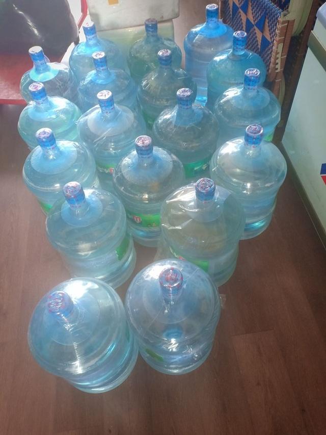 Quản lý thị trường: Siêu thị hứa không tăng giá nước bình, ai thổi giá sẽ xử lý - 1