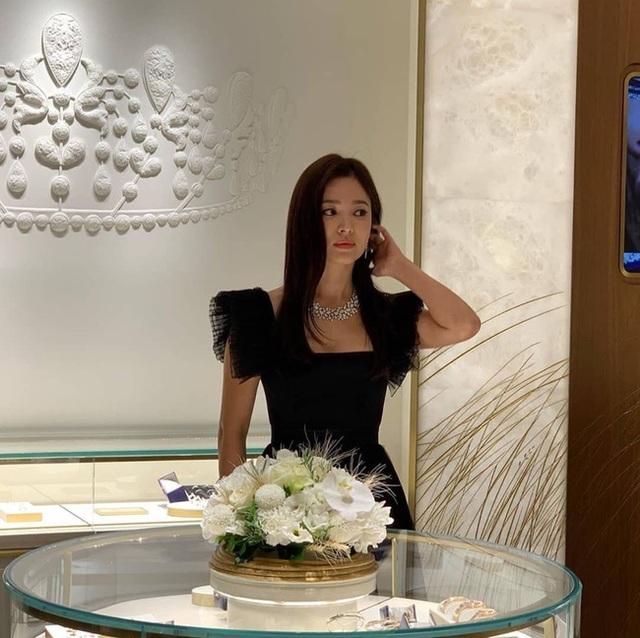 Song Hye Kyo xuất hiện xinh đẹp tại Thái Lan - 1