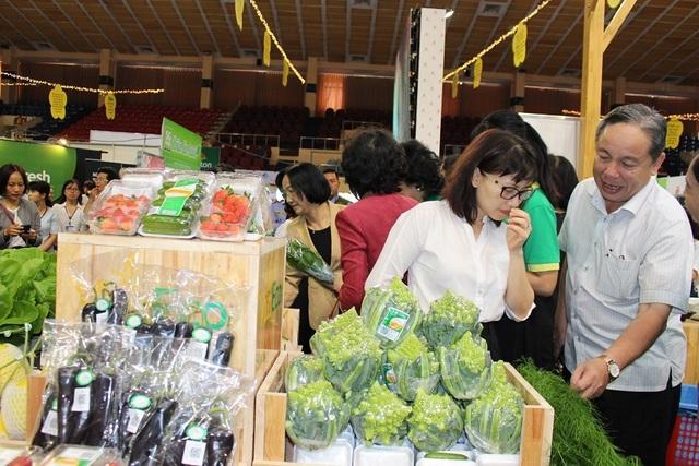 """Phiên chợ """"thực phẩm minh bạch"""" mừng ngày Phụ nữ Việt Nam - 1"""
