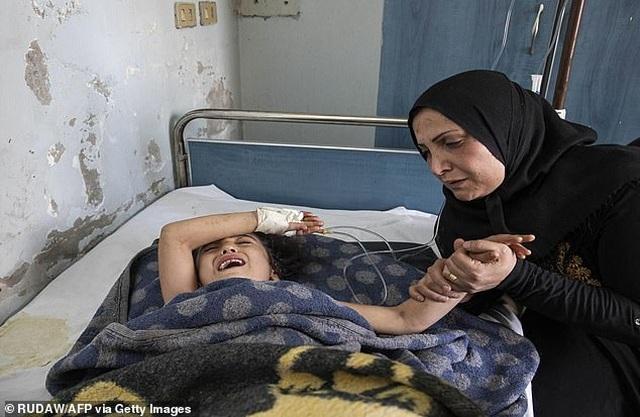 Những đứa trẻ Syria bị trúng bom trong chiến sự dữ dội của Thổ Nhĩ Kỳ - 5