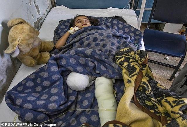 Những đứa trẻ Syria bị trúng bom trong chiến sự dữ dội của Thổ Nhĩ Kỳ - 6