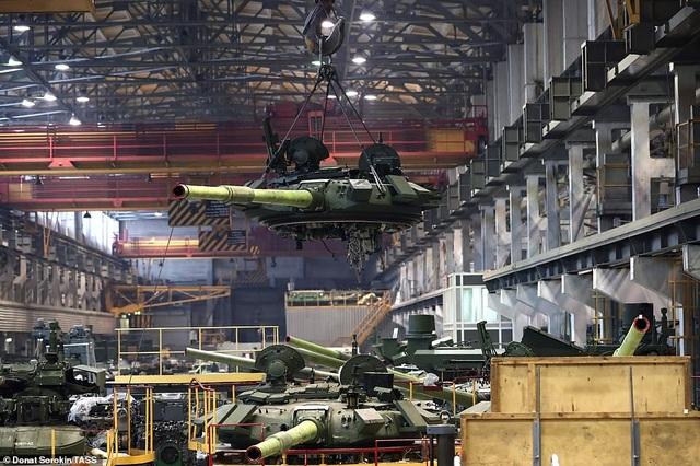 Bên trong nhà máy sản xuất siêu tăng huyền thoại của Nga - 2