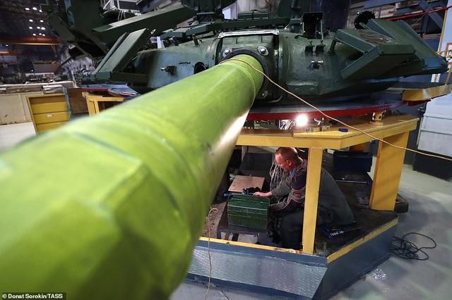 Bên trong nhà máy sản xuất siêu tăng huyền thoại của Nga - 3