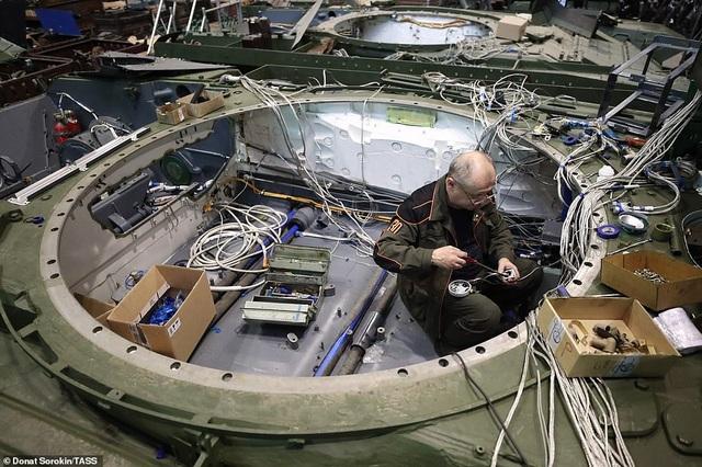 Bên trong nhà máy sản xuất siêu tăng huyền thoại của Nga - 7