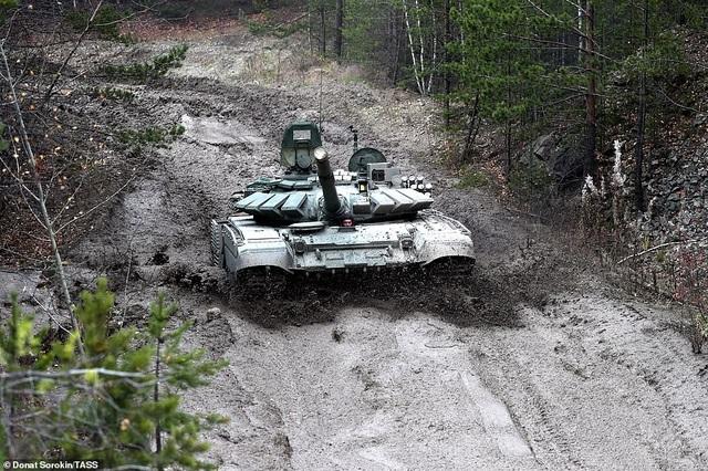 Bên trong nhà máy sản xuất siêu tăng huyền thoại của Nga - 10