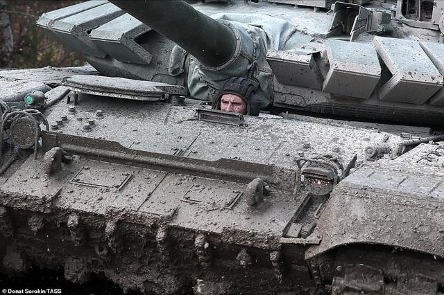 Bên trong nhà máy sản xuất siêu tăng huyền thoại của Nga - 12