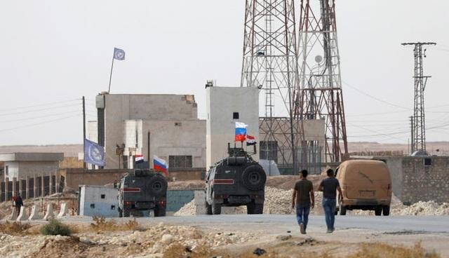 Mỹ có thể rơi bí mật quân sự vào tay Nga sau khi đột ngột rút quân khỏi Syria - 2