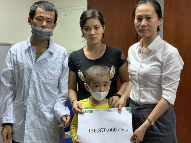 """""""Gia đình ung thư máu"""" được bạn đọc hỗ trợ gần 300 triệu đồng - 4"""