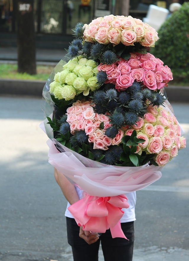 """Lộ diện bình hoa """"khủng"""" tặng chị em ngày 20/10 trị giá 60 triệu đồng - 7"""
