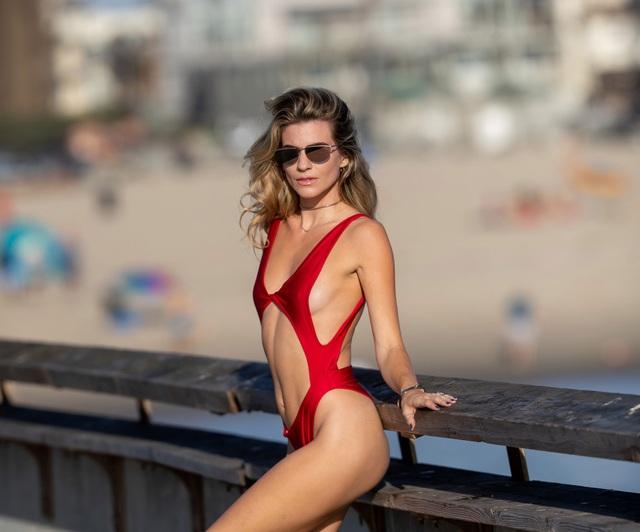 Người mẫu áo tắm Rachel McCord tiết lộ tin bầu bí - 8