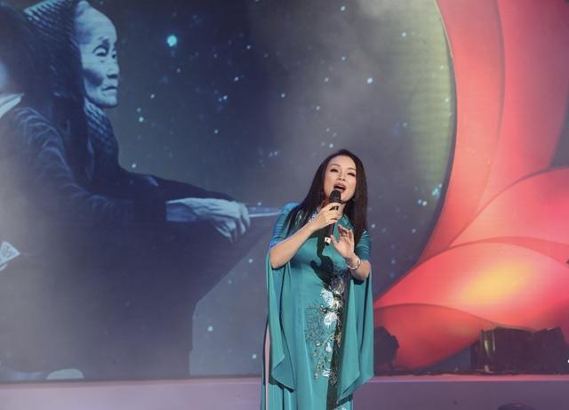 Anh Thơ, Tân Nhàn, Hoàng Tùng xúc động khi hát về tình mẹ - 3