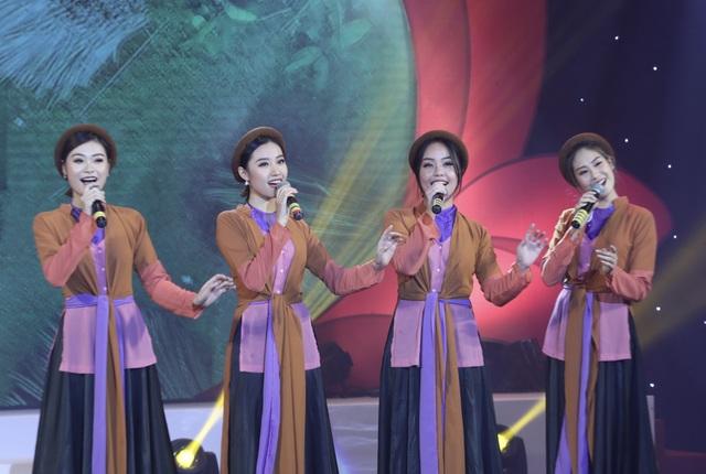 Anh Thơ, Tân Nhàn, Hoàng Tùng xúc động khi hát về tình mẹ - 11