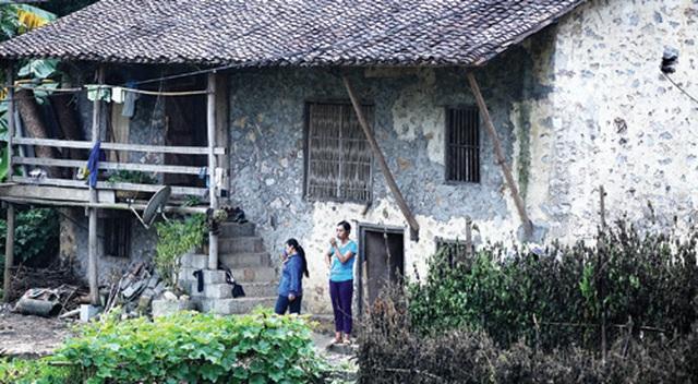 Dưới những ngôi nhà sàn đá độc đáo nhất Việt Nam - 3