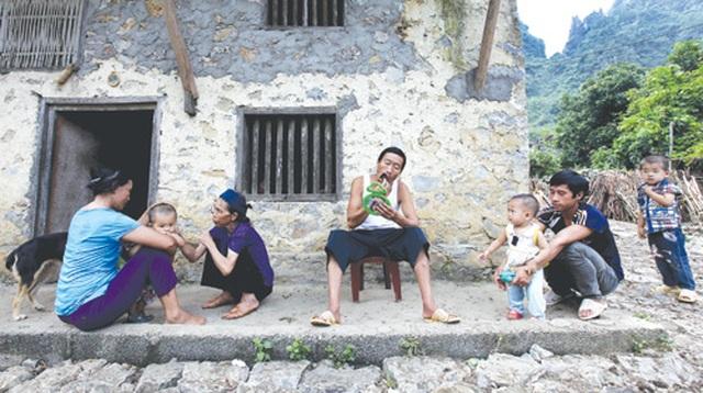 Dưới những ngôi nhà sàn đá độc đáo nhất Việt Nam - 4