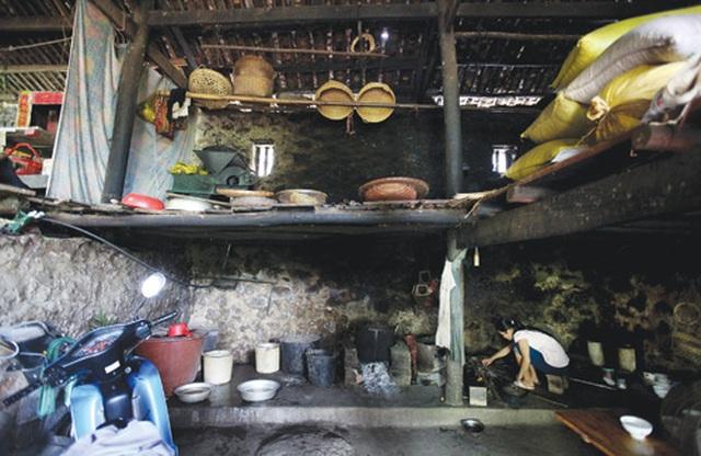 Dưới những ngôi nhà sàn đá độc đáo nhất Việt Nam - 5