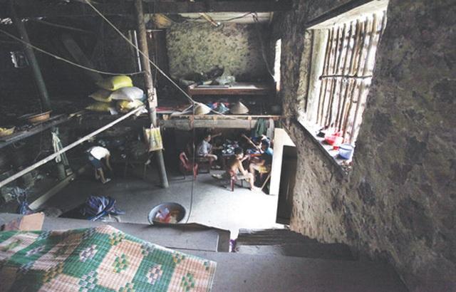 Dưới những ngôi nhà sàn đá độc đáo nhất Việt Nam - 6