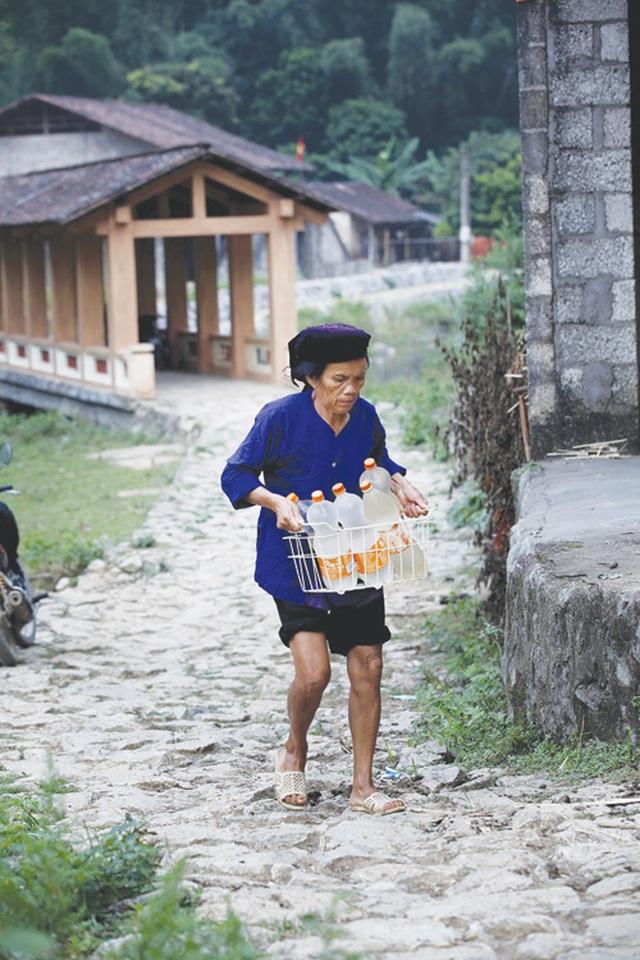 Dưới những ngôi nhà sàn đá độc đáo nhất Việt Nam - 7