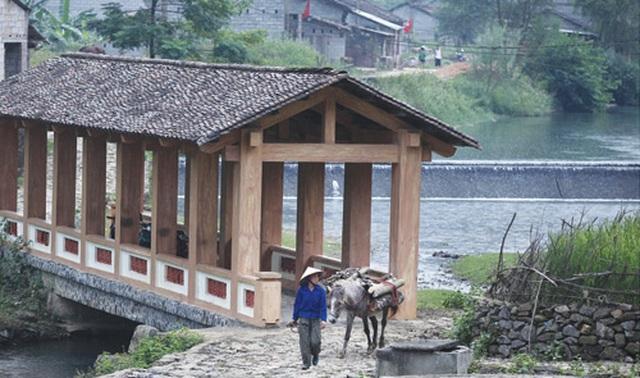Dưới những ngôi nhà sàn đá độc đáo nhất Việt Nam - 9