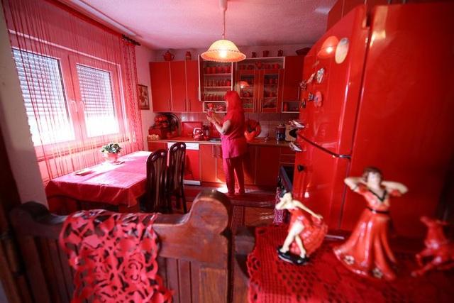 Mục sở thị căn phòng nóng nhức mắt của quý bà mê màu đỏ - 3