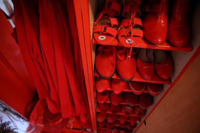 Mục sở thị căn phòng nóng nhức mắt của quý bà mê màu đỏ - 9