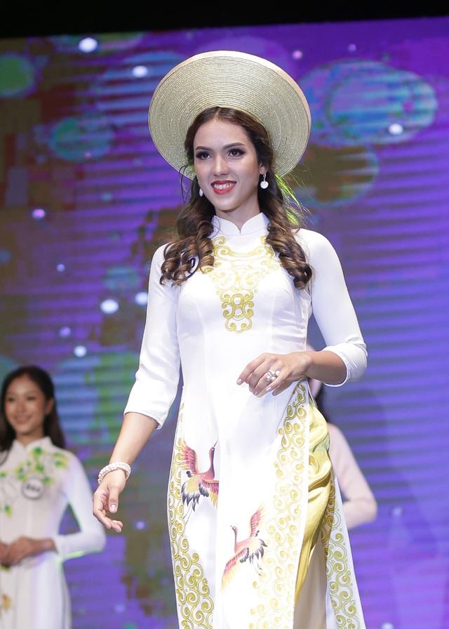 Nét đẹp khỏe khoắn, nóng bỏng của nữ sinh Cuba tại cuộc thi Hoa khôi ĐH Hà Nội - 2