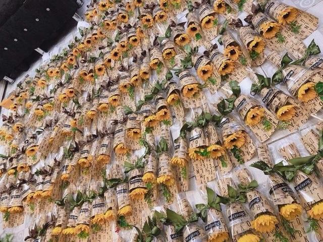 Bán hoa tự gấp lãi 30 triệu đồng mùa kinh doanh 20/10 - 5
