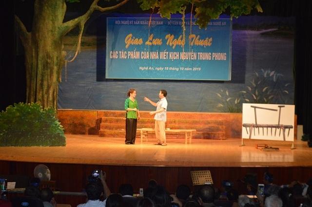 Dấu ấn nhà viết kịch Nguyễn Trung Phong với kịch hát Ví - Giặm - 4