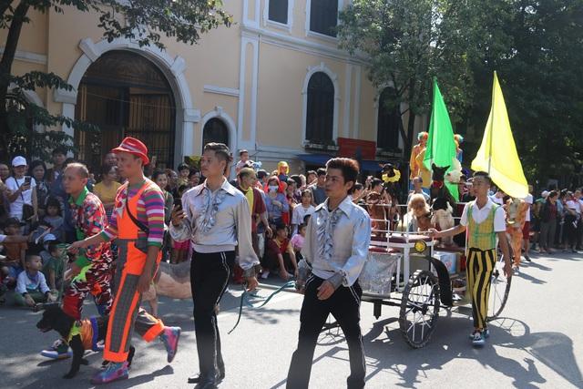 150 nghệ sĩ biểu diễn nghệ thuật xiếc trên phố đi bộ Hồ Gươm - 8