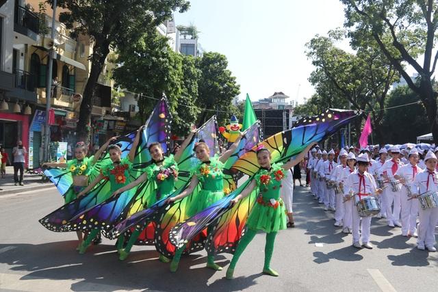 150 nghệ sĩ biểu diễn nghệ thuật xiếc trên phố đi bộ Hồ Gươm - 7