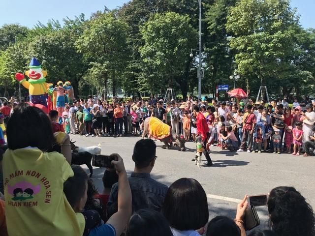 150 nghệ sĩ biểu diễn nghệ thuật xiếc trên phố đi bộ Hồ Gươm - 4