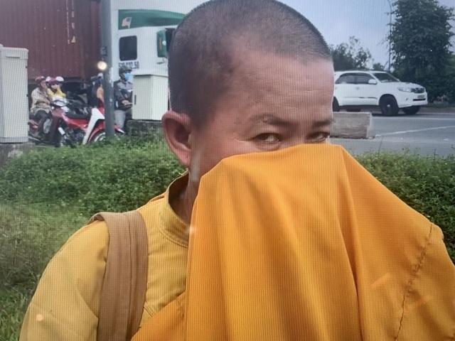 Giấu xe máy sau ống cống, khoác áo nhà sư ra giao lộ… xin tiền - 4