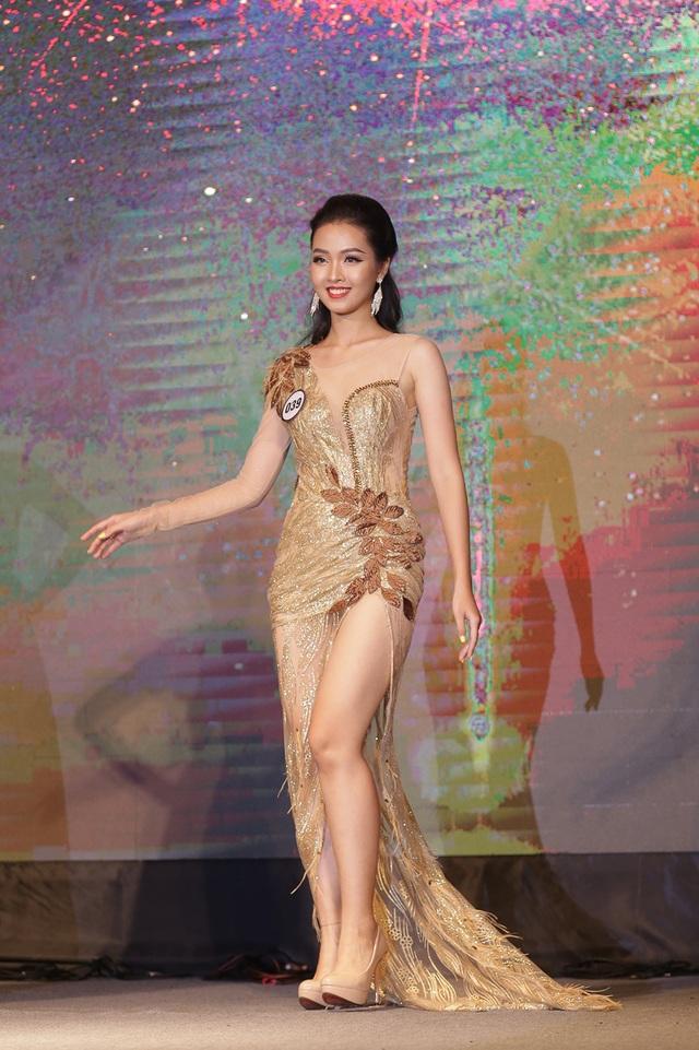Nữ sinh năm thứ nhất đăng quang Hoa khôi ĐH Hà Nội 2019 - 5