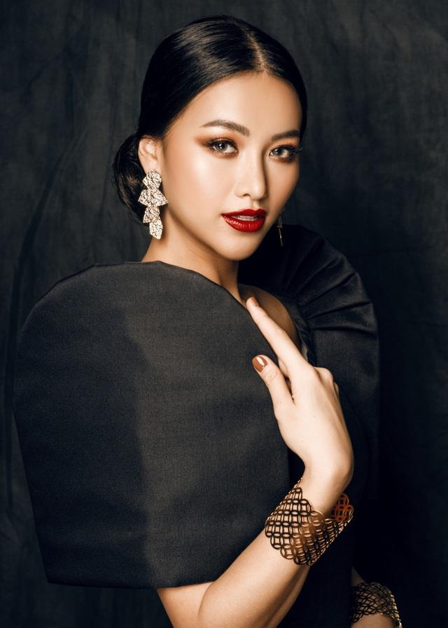 Phương Khánh đội vương miện tiền tỷ, khoe dáng bốc lửa trước thềm Miss Earth 2019 - 17