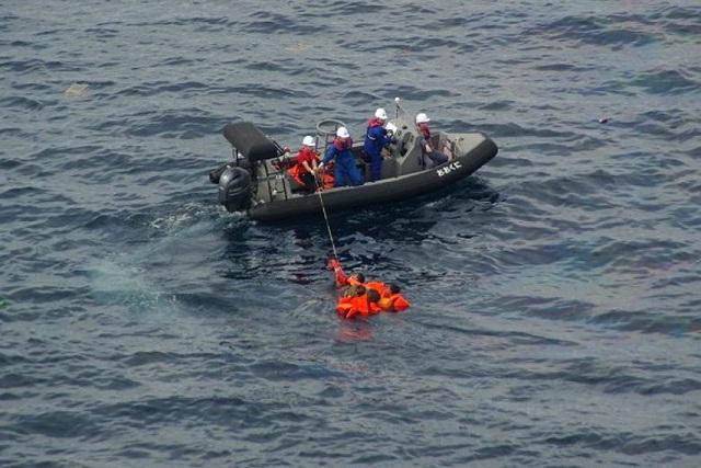 Video tàu Nhật Bản phun vòi rồng đánh chìm tàu cá Triều Tiên vi phạm - 1