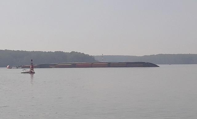 Tàu hàng 8.000 tấn chở gần 300 container chìm trên sông Lòng Tàu - 1