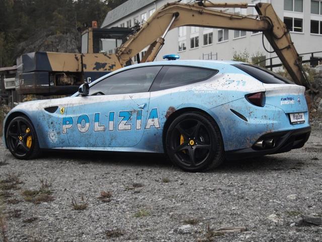 Bị cảnh sát hỏi thăm vì dán siêu xe Ferrari thành xe tuần tra - 2