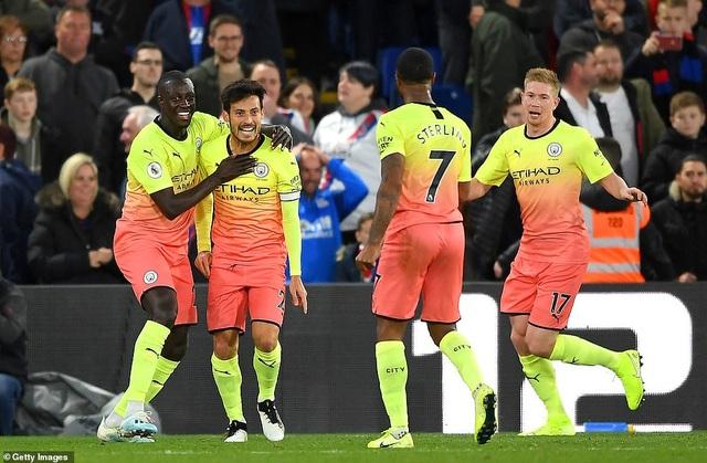 Vượt qua Crystal Palace, Man City thu hẹp khoảng cách với Liverpool - 2