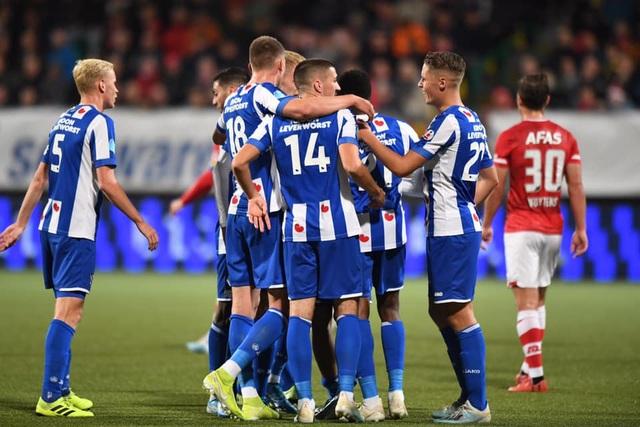 Heerenveen thắng đậm AZ Alkmaar trong ngày Văn Hậu không thi đấu - 1