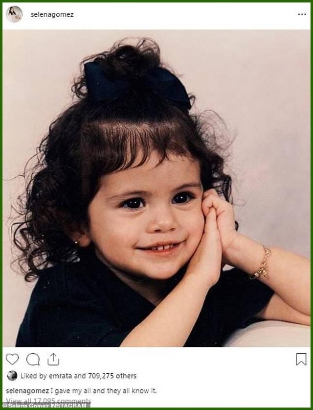 """""""Lịm tim"""" với ảnh thời thơ ấu xinh xắn của nữ ca sĩ Selena Gomez - 1"""