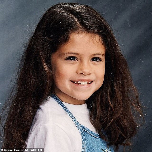 """""""Lịm tim"""" với ảnh thời thơ ấu xinh xắn của nữ ca sĩ Selena Gomez - 2"""