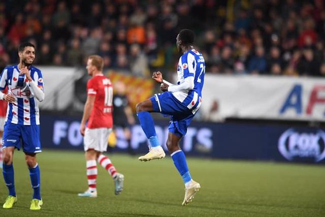 Heerenveen thắng đậm AZ Alkmaar trong ngày Văn Hậu không thi đấu - 2