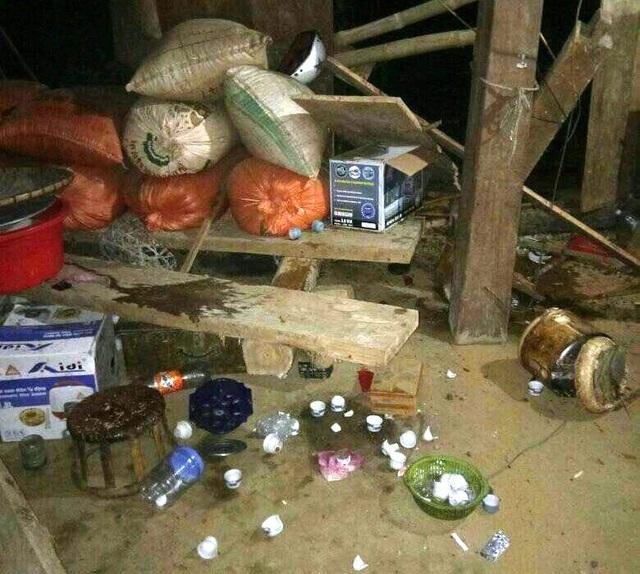 Sạt lở, đá đổ vào nhà dân trong đêm, một trẻ em thiệt mạng - 3