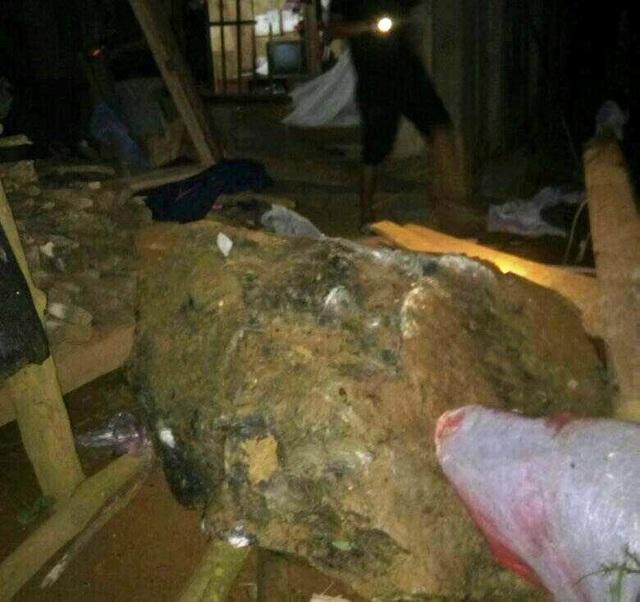Sạt lở, đá đổ vào nhà dân trong đêm, một trẻ em thiệt mạng - 2